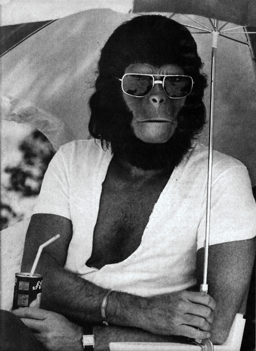 """anarcoholic: L'attore Roddy McDowall sul set de """"Il Pıaneta delle scımmıe"""" dı Franklın J Shaffner (1968)"""