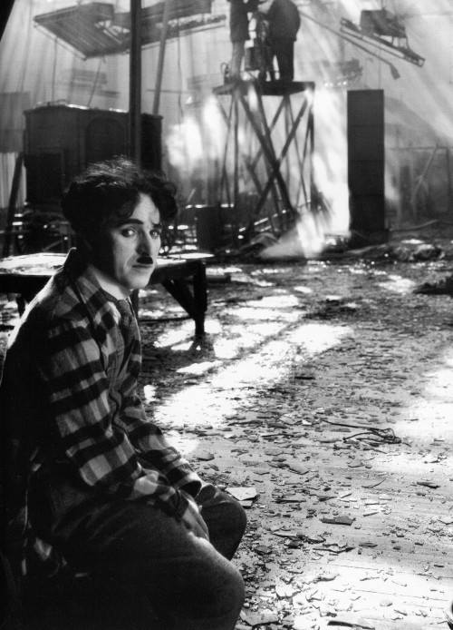 sad charlie.    sevy-sev :     Fire at Chaplin Studios when he was filming The Circus on September 28, 1926