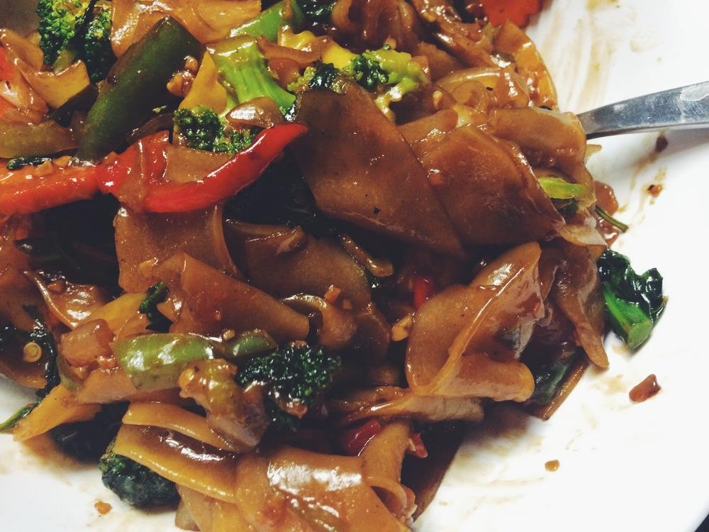 pad kee mow (drunken noodles)