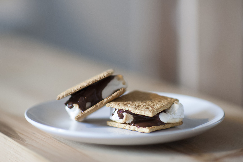 make vegan s'mores at home! | RECIPE on hotforfoodblog.com