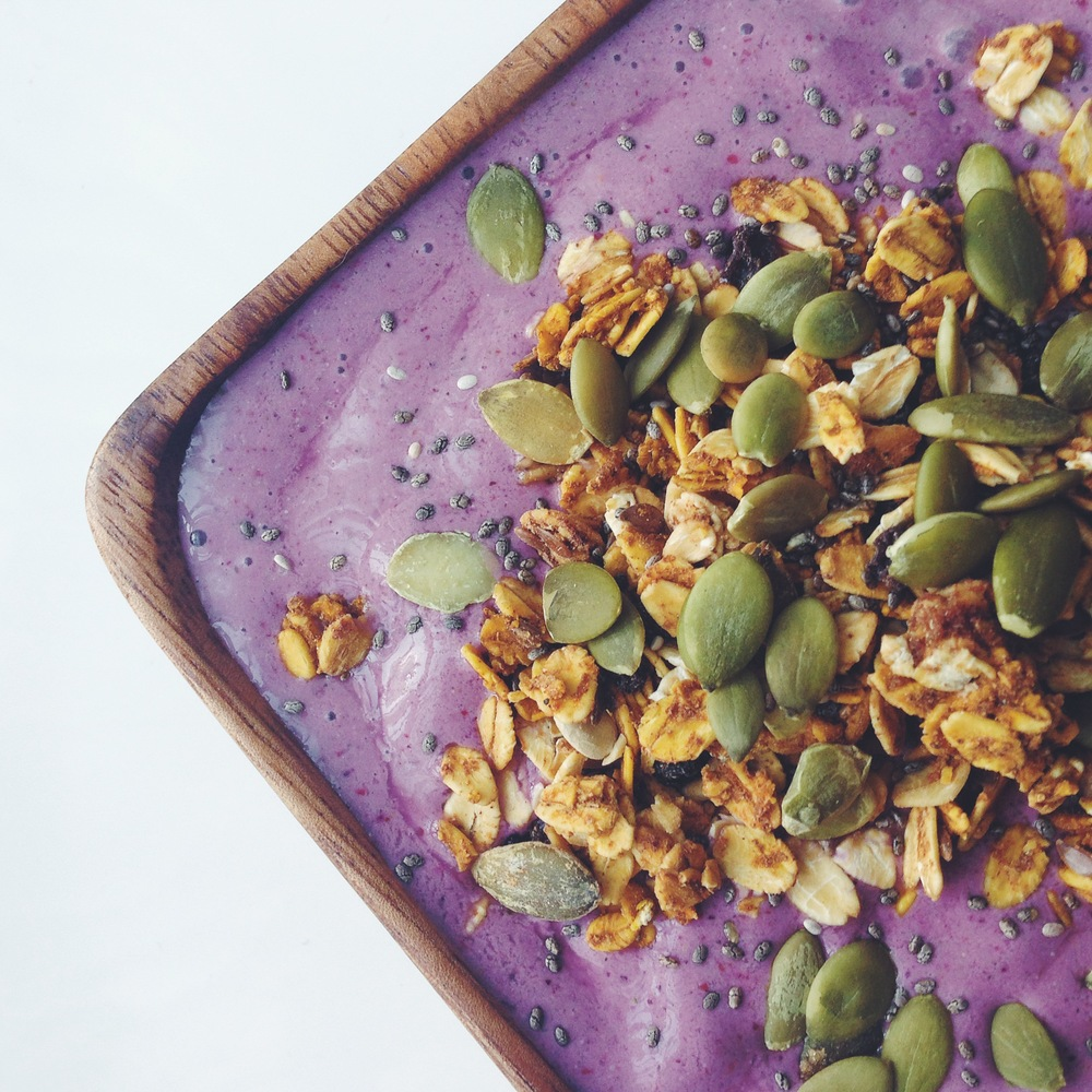blueberry banana power smoothie bowl | RECIPE on hotforfoodblog.com