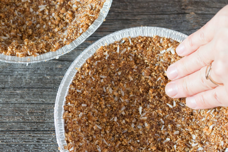vegan graham cracker pie crust | RECIPE on hotforfoodblog.com