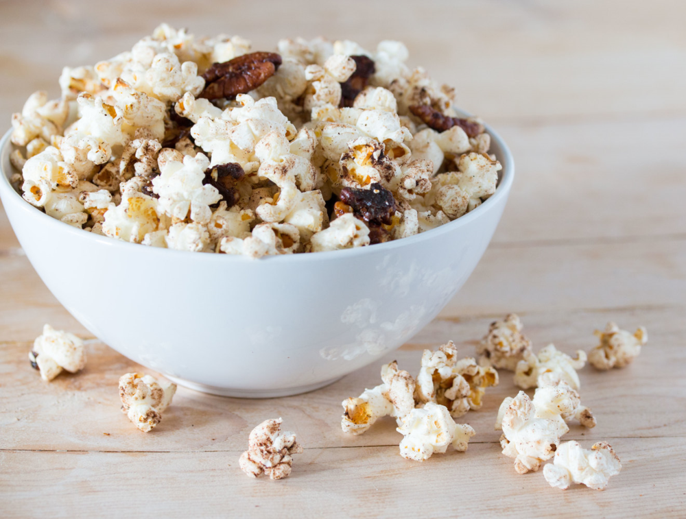pumpkin spice pecan popcorn #vegan #halloweensnack | RECIPE on hotforfoodblog.com
