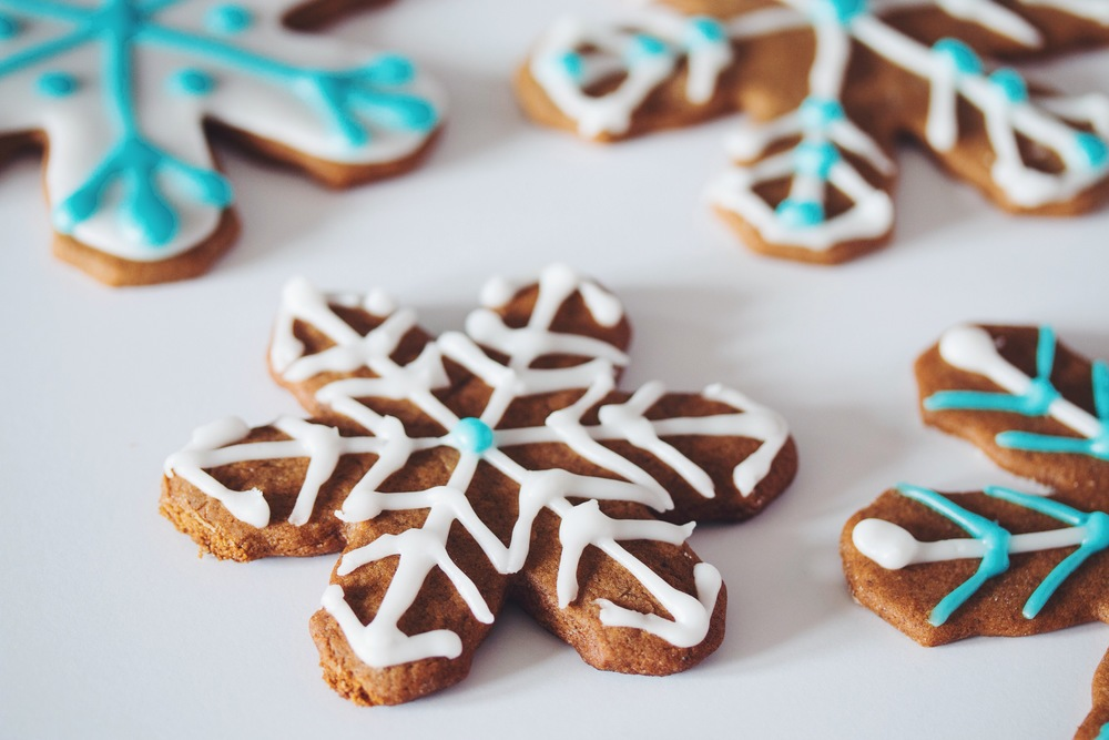 #vegan gingerbread snowflake cookies | RECIPE on hotforfoodblog.com