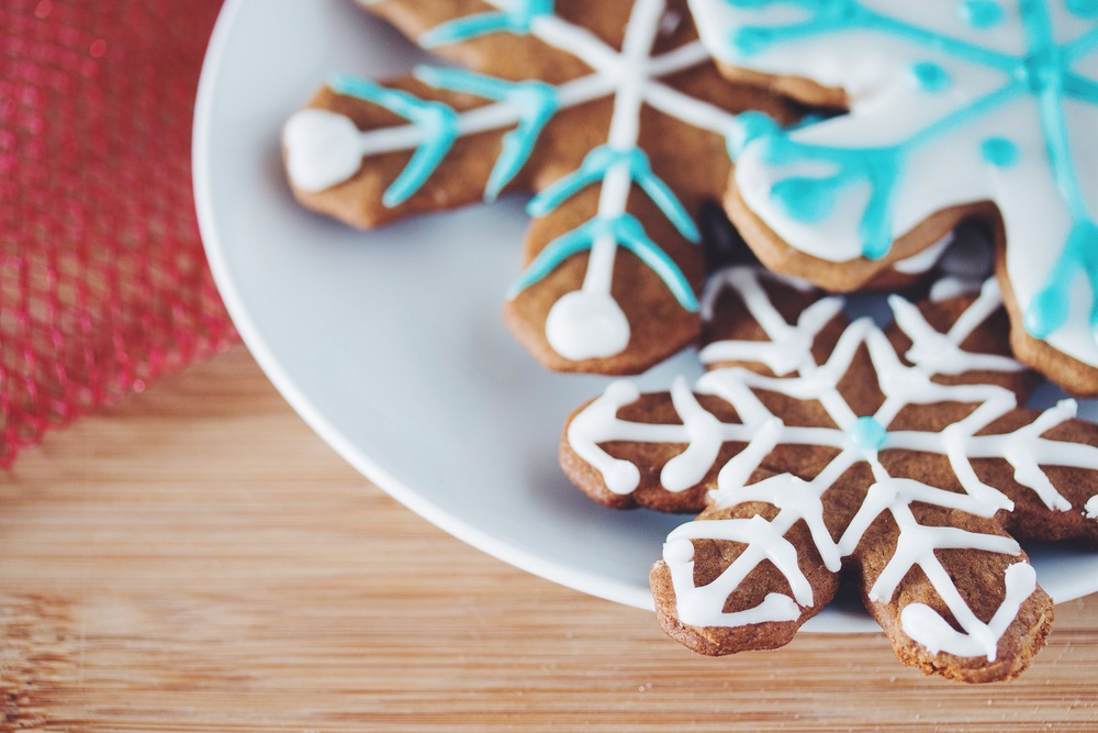 #vegan gingerbread snowflake cookies & royal icing | RECIPE on hotforfoodblog.com