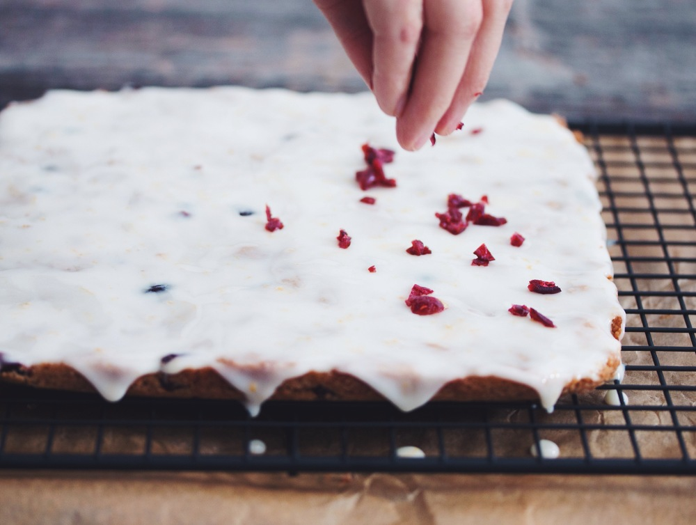 white chocolate cranberry cookie bars #vegan #christmasrecipe | RECIPE on hotforfoodblog.com