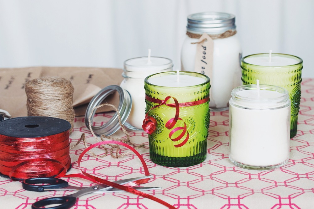 make your own vanilla scented soy candles #DIY #crafts #holiday | RECIPE on hotforfoodblog.com
