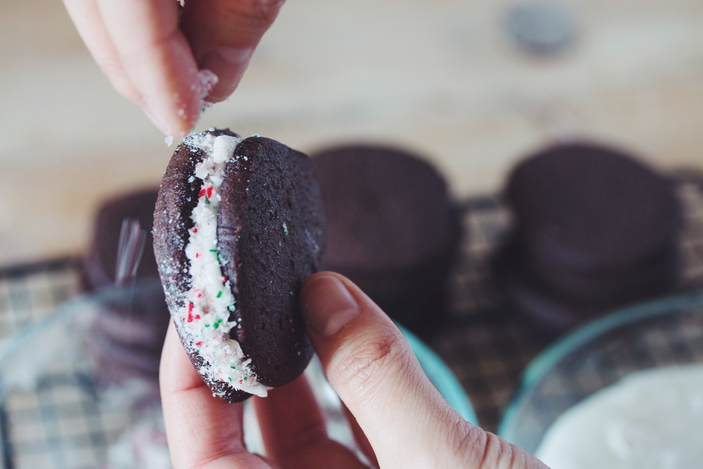 chocolate candy cane sandwich cookies #vegan #christmascookies | RECIPE on hotforfoodblog.com