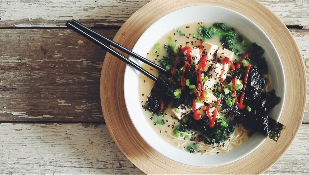 easy ramen noodle bowl #vegan | RECIPE on hotforfoodblog.com