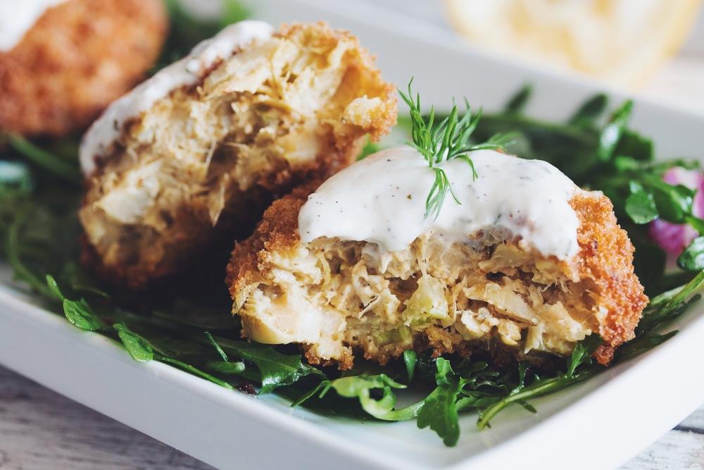vegan crab cakes with horseradish dill tartar sauce-hot ...