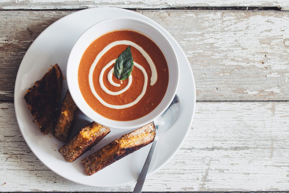 creamy #vegan tomato soup | RECIPE on hotforfoodblog.com