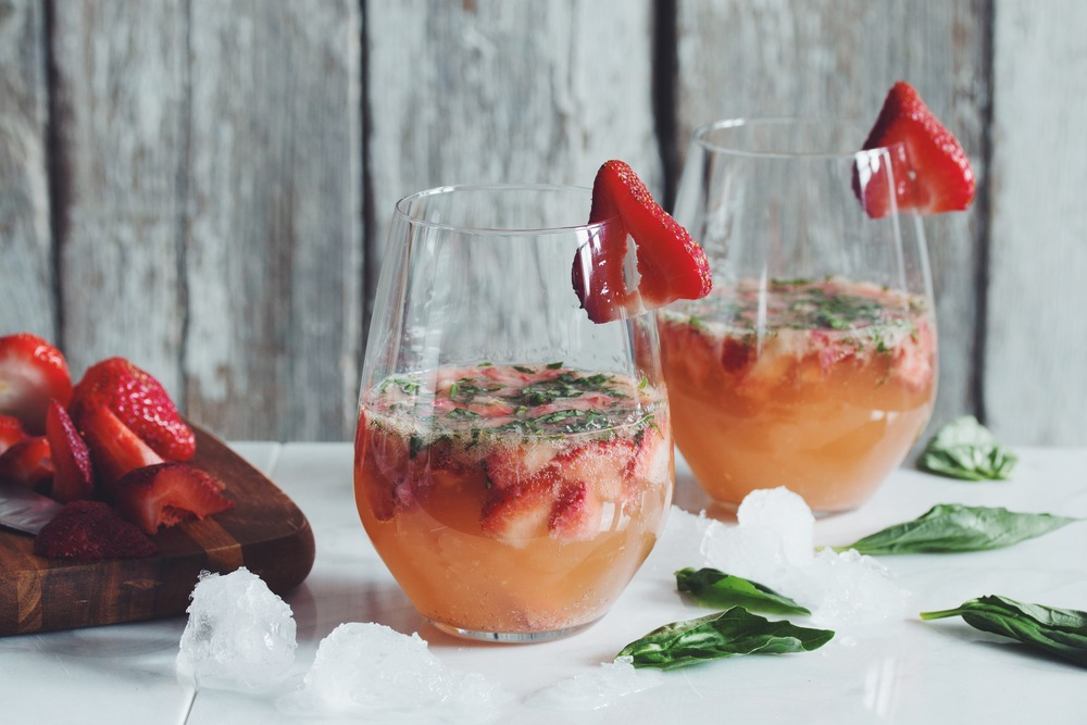 strawberry ginger basil prosecco cocktail #vegan | RECIPE on hotforfoodblog.com