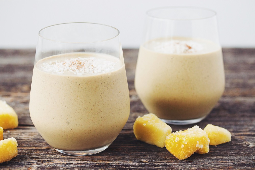 the pineapple chai smoothie #vegan | RECIPE on hotforfoodblog.com