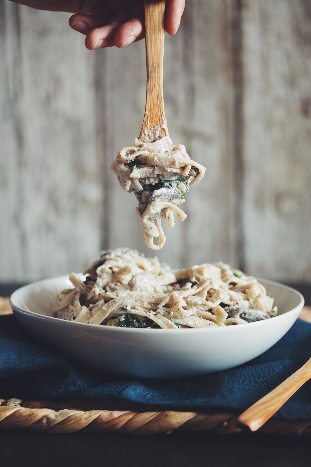 creamy vegan mushroom fettuccine alfredo_hot for food