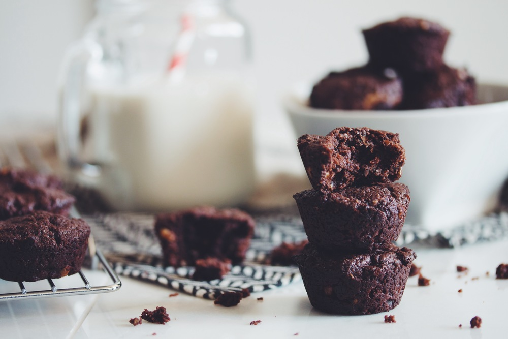 easy vegan brownie bites | RECIPE on hotforfoodblog.com