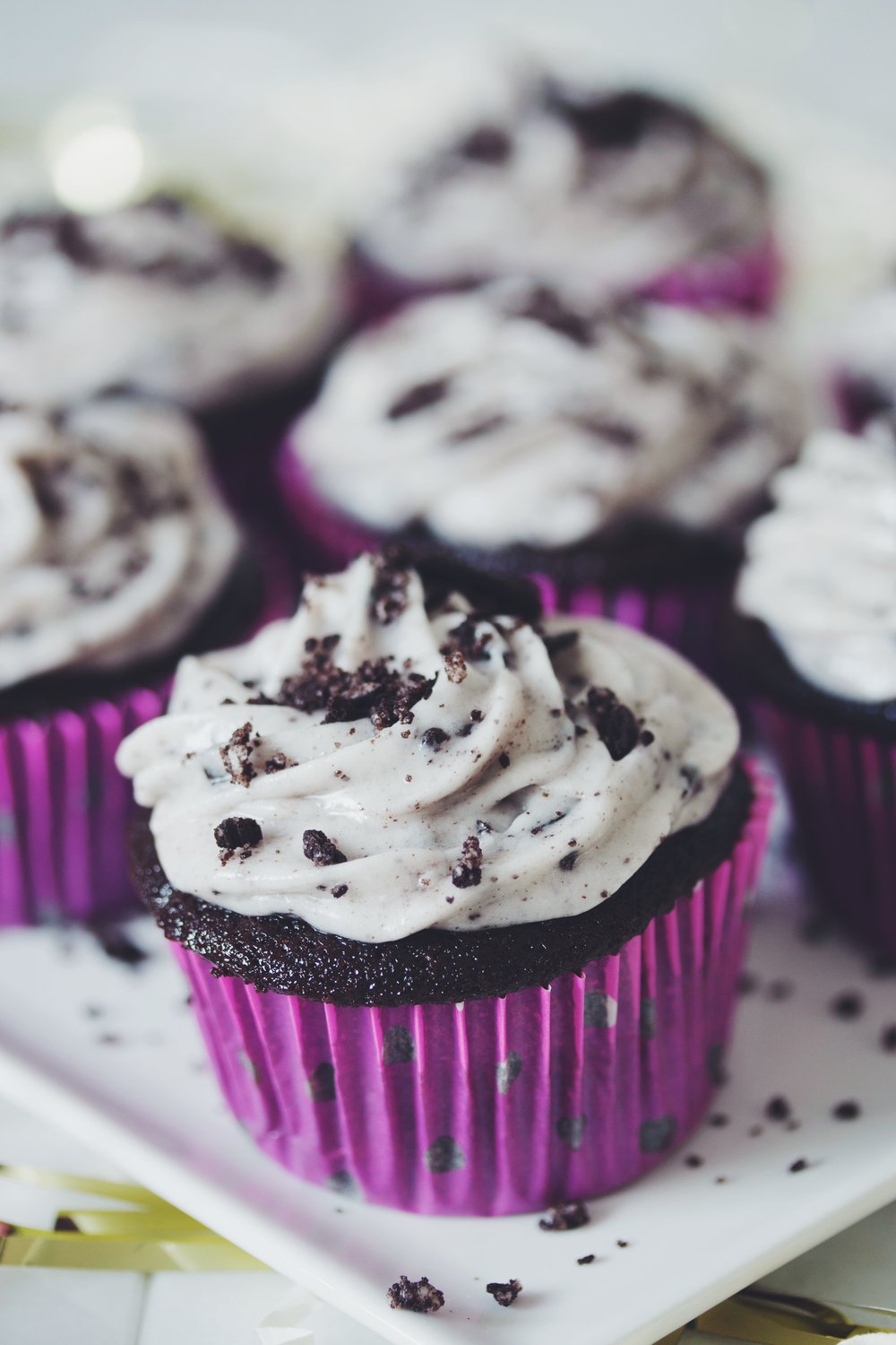 vegan cookies 'n' cream cupcakes | RECIPE on hotforfoodblog.com