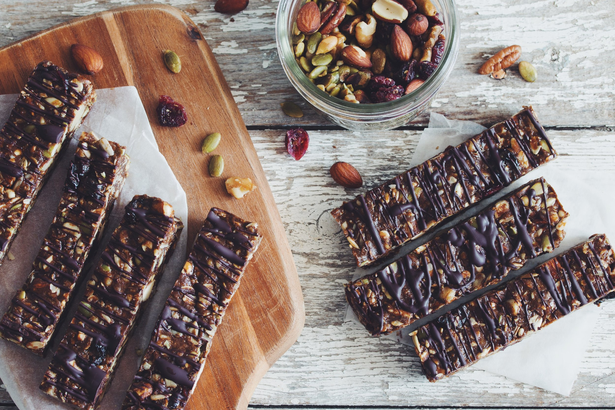 no-bake fruit & nut granola bars - breakfast or snack these bars are perfect on-the-go!