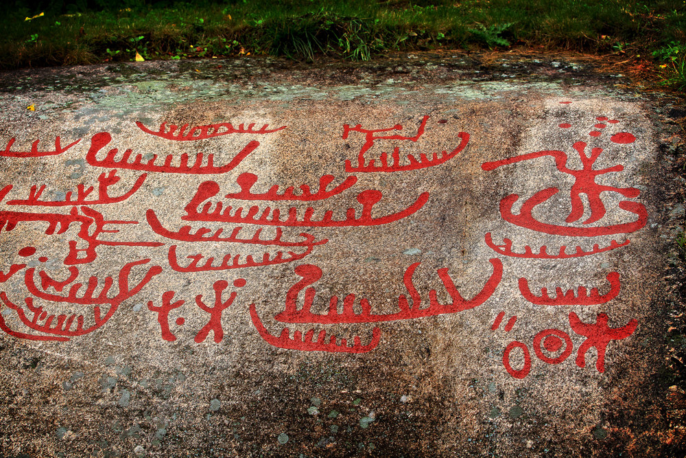 Just outside Fredrikstad city    ONE OF    NORWAY'S    RICHEST    PETROGLYPH    TREASURES