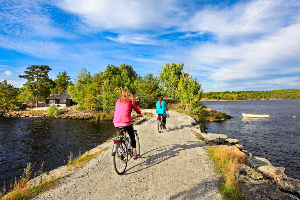 Another part to love about Vansjø is the great bike trails. Ride from the bridge from Halvorsrød and over to Oksenøya.