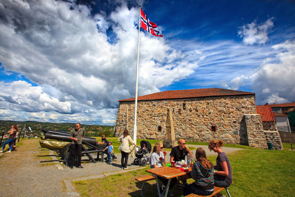 Picnic. High above the city, you have a great view to Halden and the fjord. The fortress has never been captured by enemies, and much of the reason may be the clear height.