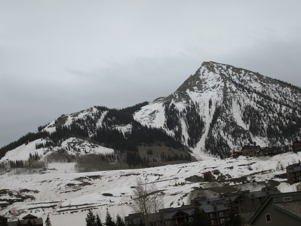 Evidence of dust layers D4/D3 was even more dramatic around Crested Butte, as seen in this photo of the ski area taken later in the afternoon of April 23.