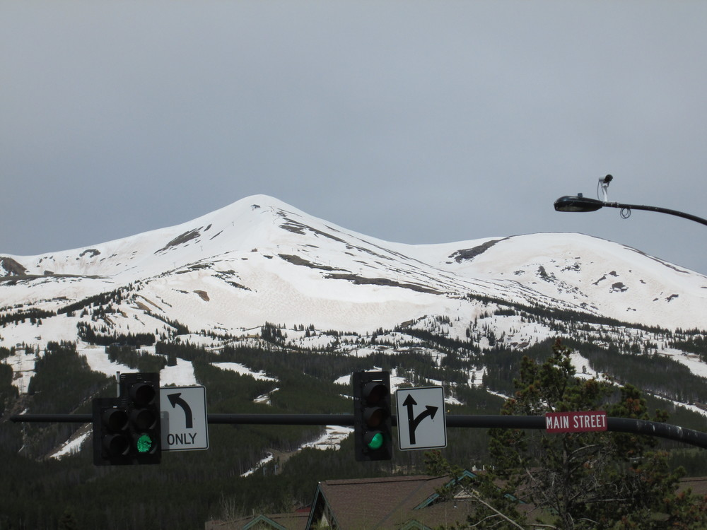 The fawn-colored dust layer D8, already merged with preceding dust layers, was vividly apparent from Breckenridge and the Blue River valley on the Ten Mile Range, emerging from beneath the Memorial Day weekend clean snow layer.