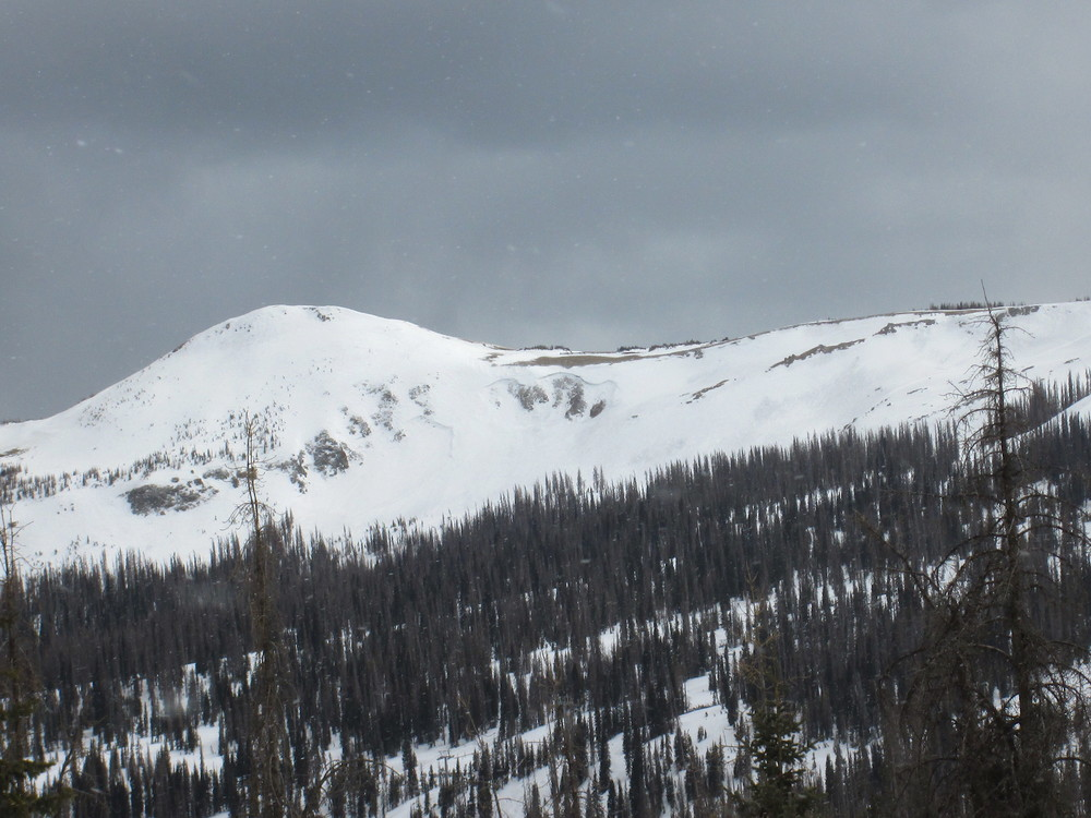 March avalanche fracture lines on the Wolf Creek Ski Area seen on our prior site visit were still in plain view on April 17, evidence of how dry and 'storm-less' the weather had been over that month period. The same effect was observed at Red Mountain Pass in early and mid-April.