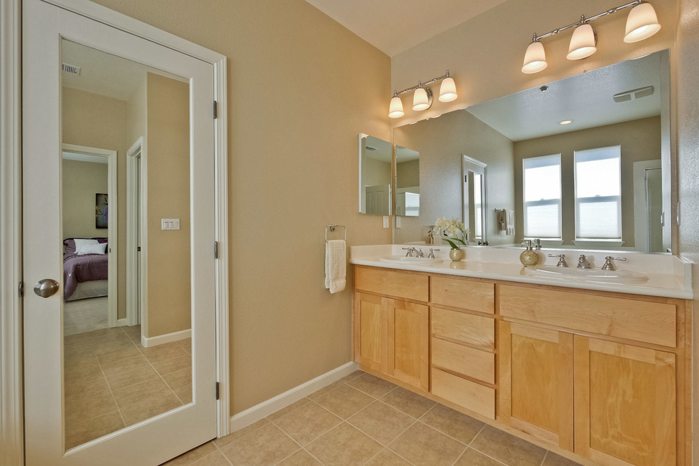 Master Bathroom      1_mls.jpg