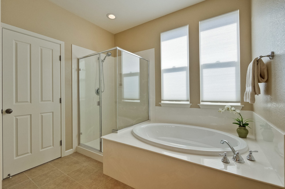 Master Bathroom      2_mls.jpg