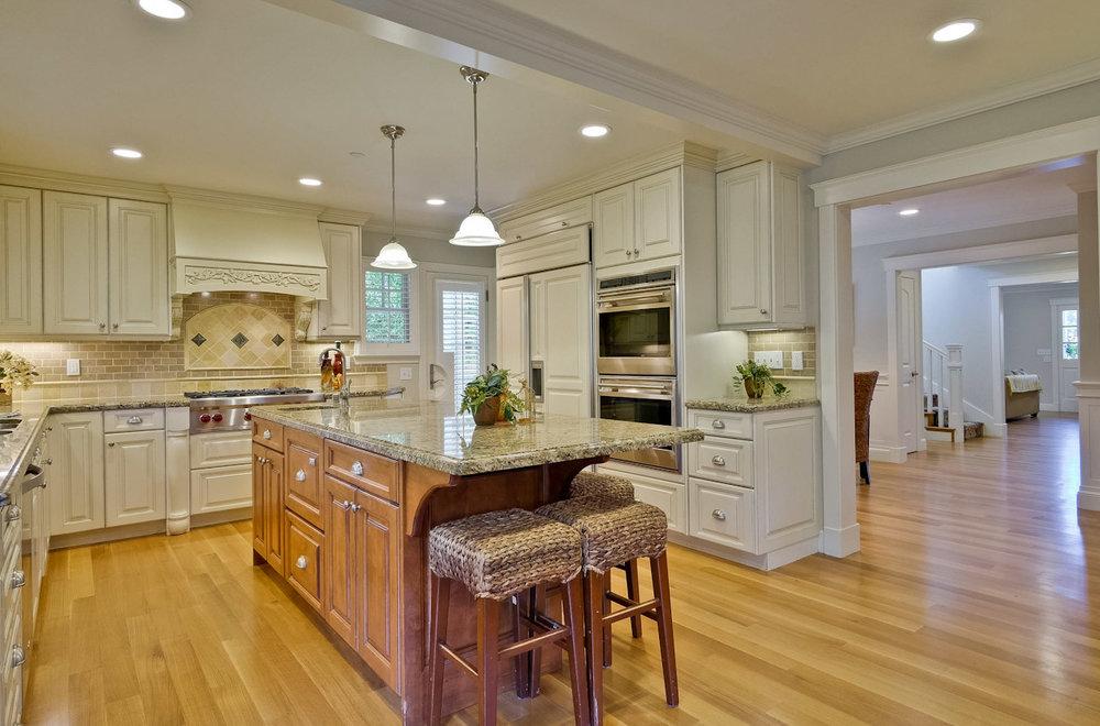 Kitchen      3_mls.jpg