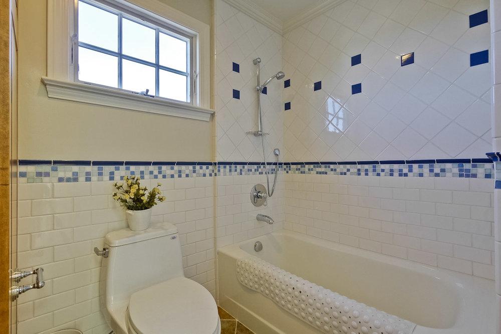 Bathroom      3_mls.jpg