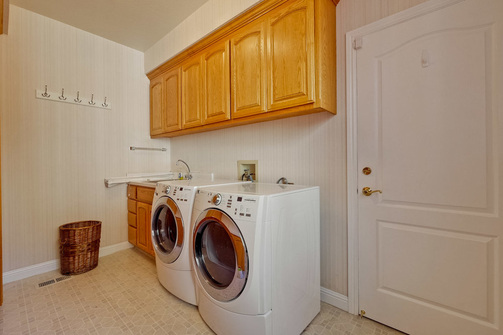 Laundry Room      1_mls.jpg