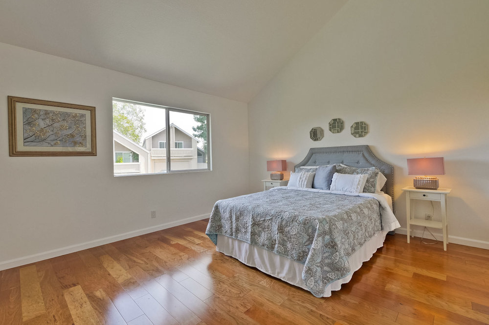 Master Bedroom      1_mls.jpg