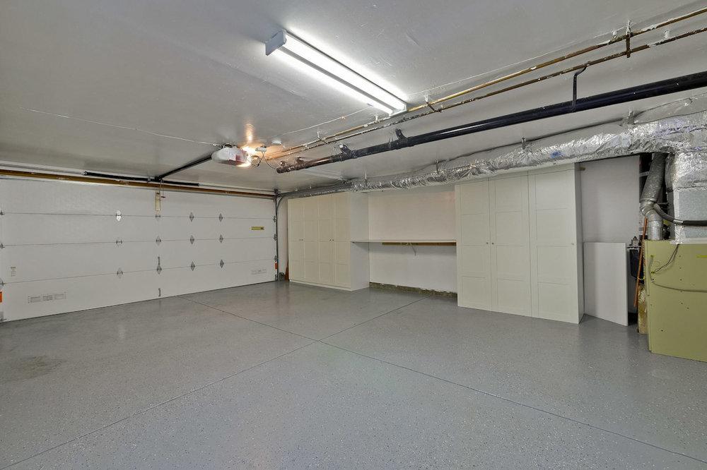 Garage      1_mls.jpg