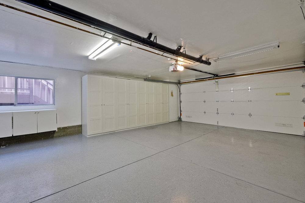 Garage      2_mls.jpg
