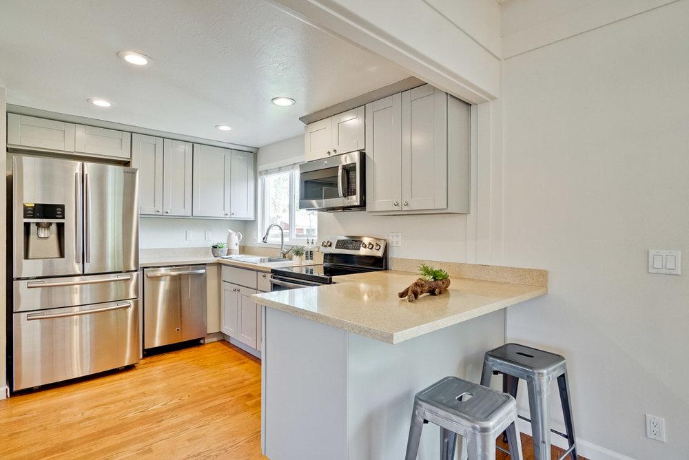 Kitchen      1_mls.jpg