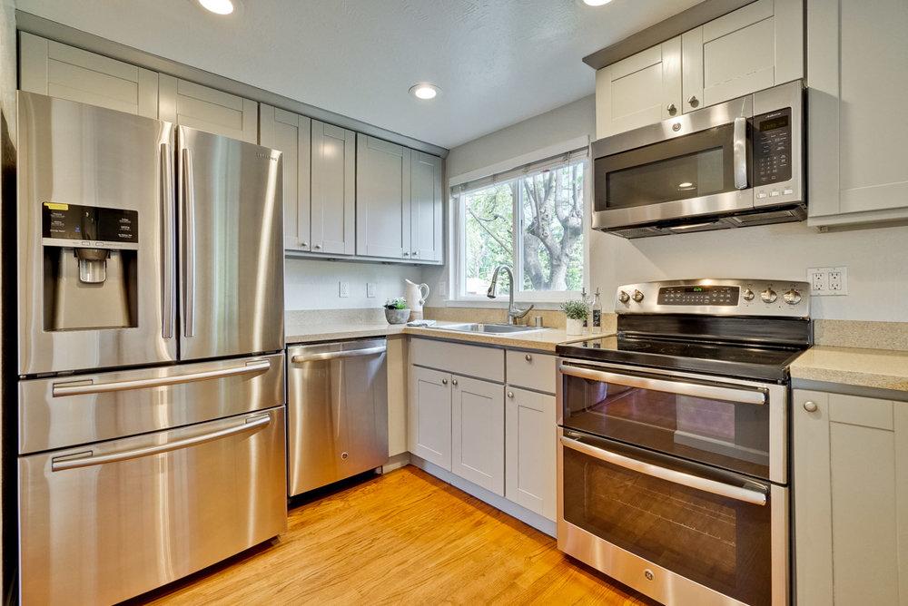 Kitchen      7_mls.jpg