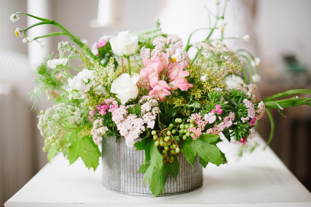 flower delivery: madalynne studios | via: bekuh b.