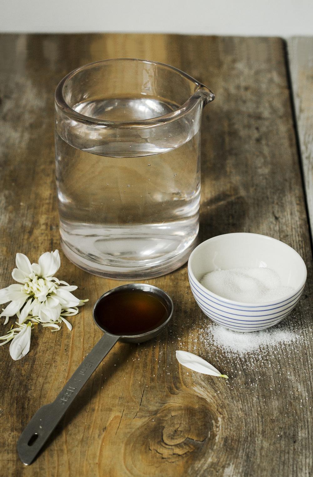 tip for keeping flowers fresher longer | vinegar, sugar, and water elongate the life of cut flowers | via: bekuh b.