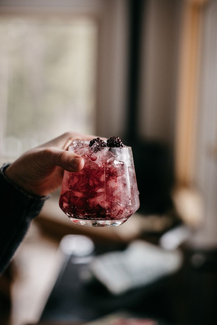 blackberry bramble cocktail from UO blog | image via: bekuh b.