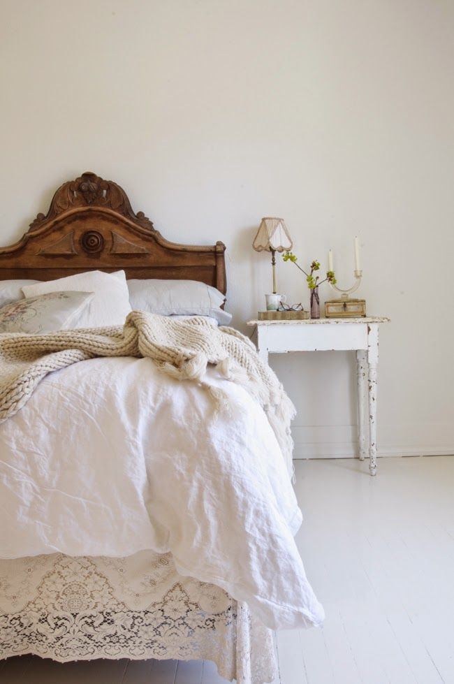 simple romantic bedroom | image via: bekuh b.