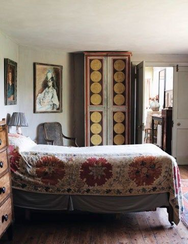 Charleston House guest room by the Bloomsbury Group | via: chatham st. house