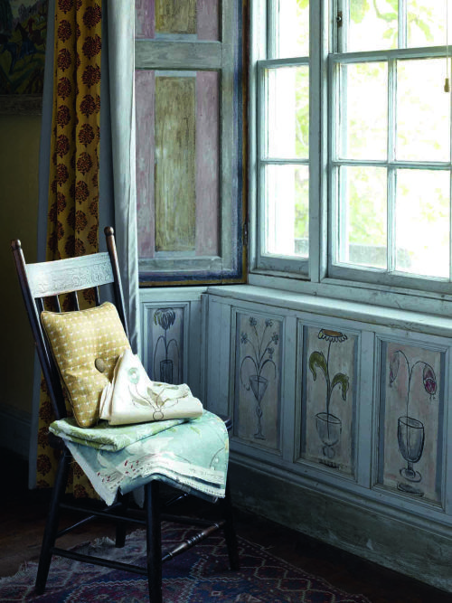 Charleston House by the BLoombury Group | Vanessa Bell window sill painting | via: chatham st. house