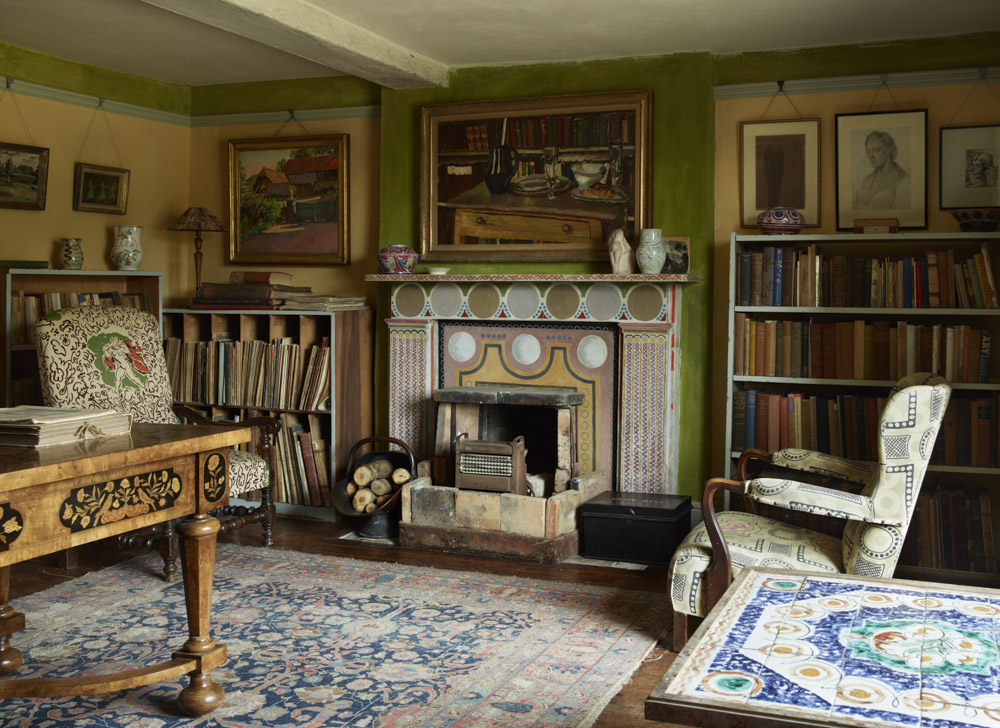 Vanessa Bell's Charleston House studio of the Bloomsbury Group | via: chatham st. house