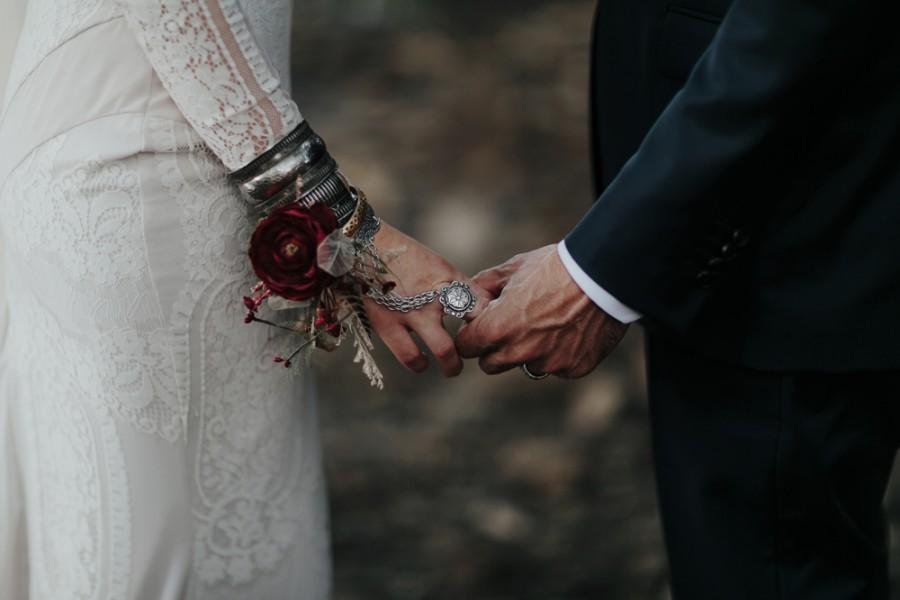 boho-tipi-wedding-sheraton-port-douglas-oli-sansom-28-900x0-c-default.jpg