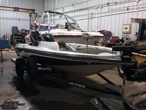 2003 Nitro 700 LX