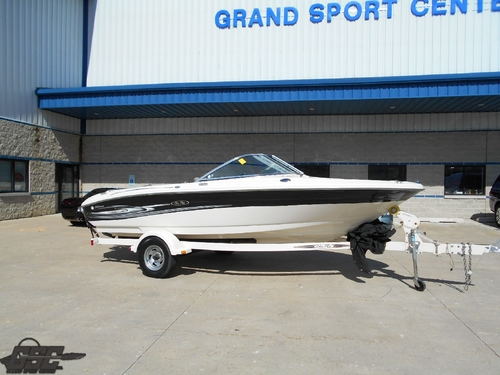 2005 SeaRay 185 Sport Bowrider
