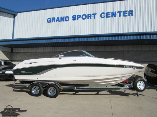 2000 Chaparral 230 SSI Bowrider
