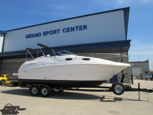 2002 Chaparral 260 Signature Cuddy