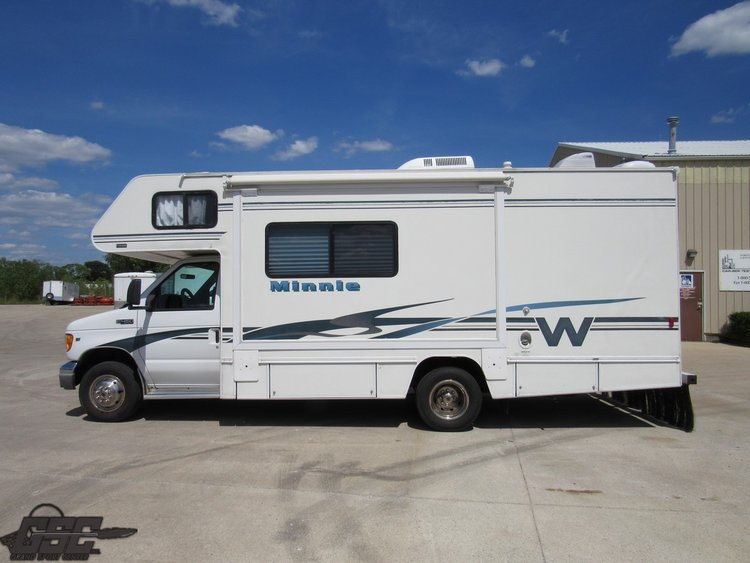 2002 WINNEBAGO MINNIE M24F